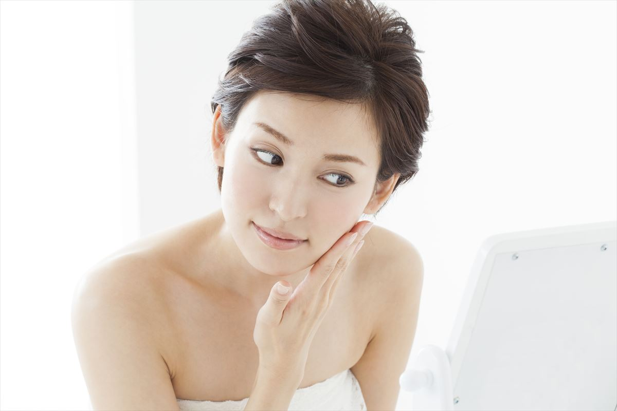 老け顔に見える下がった口角は顔のたるみエクササイズで改善!